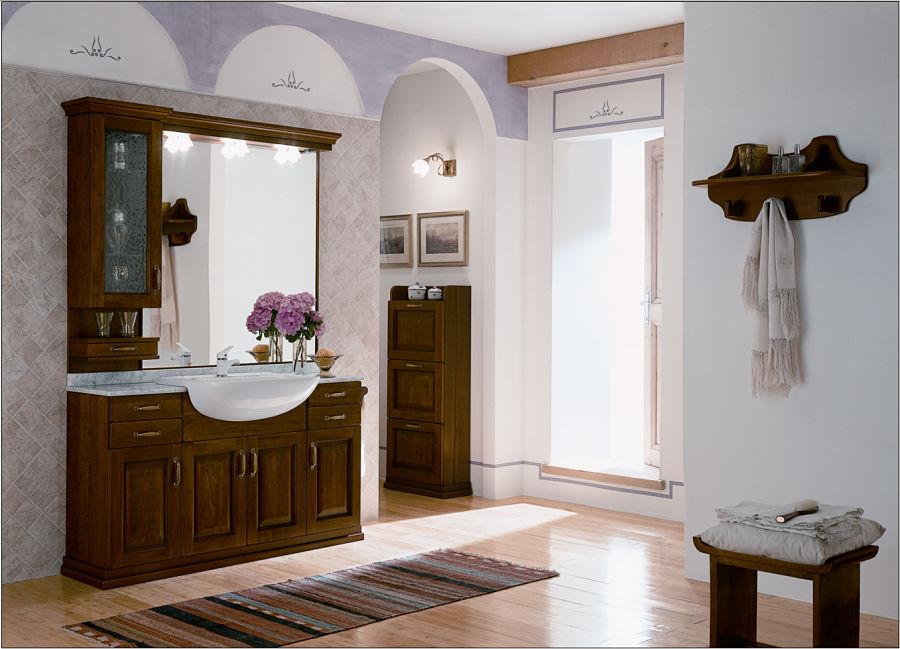 Eine Badgestaltung mit Einzelmöbeln aus Holz schafft ein rustikales Flair.