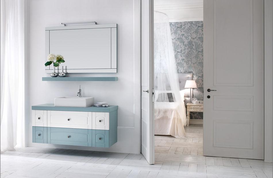 Eine Badsanierung ohne Fliesen mit einem Holzfußboden und gestrichenen Wänden