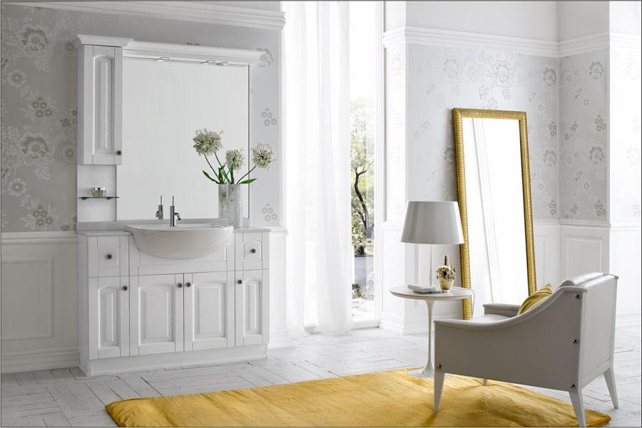 Eine Badsanierung mit Wandpaneelen aus Holz und schöner Designtapete