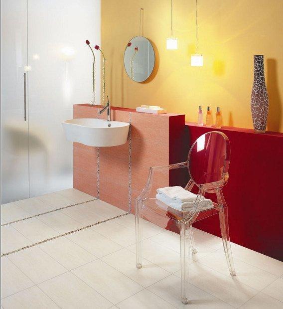 Dieses Designbad präsentiert sich farbenfroh und modern.