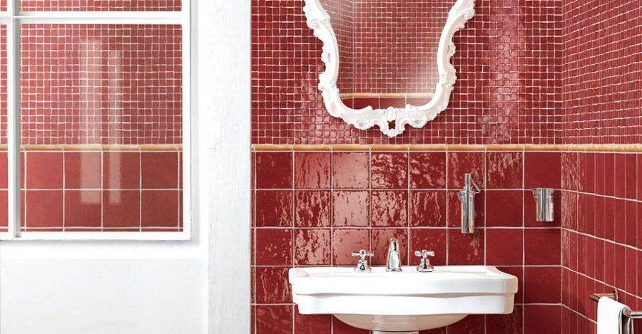 Ein Komplettbad in Rot