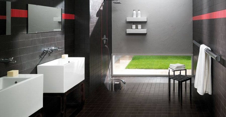 Ein sehr modernes Komplettbad in Schwarz-Rot