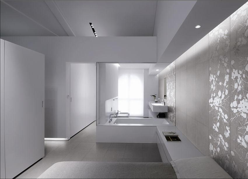 Hier sehen Sie ein edles Luxusbad ganz in Weiß.