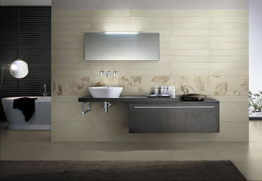 In diesem Designbad finden Möbel mit klaren Linien und edlem Teakholz Verwendung.