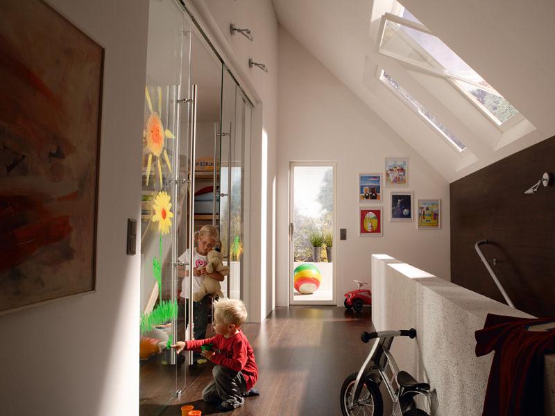 Glasschiebetür in Klarglas als Raumteiler mit festen Seitenteilen