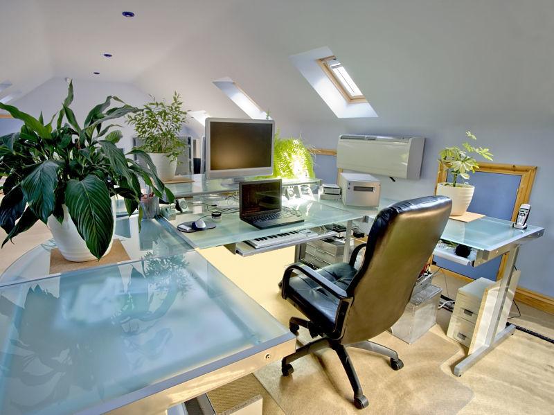 Innenausbau im Dachgeschoss – Hier befindet sich ein Arbeitszimmer.