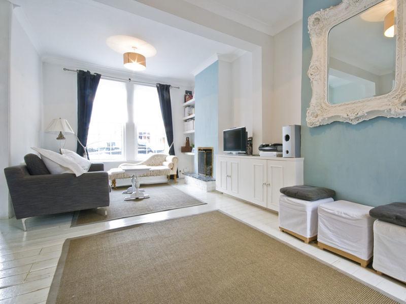 Innenausbau eines Wohnzimmers im romantischen Stil