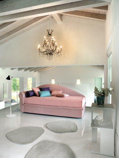 Design-Schlafsofa als Ottomane in zartem rosa