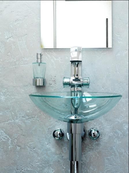 Kreative Wandgestaltung – hier eine Spachteltechnik im Gäste-WC