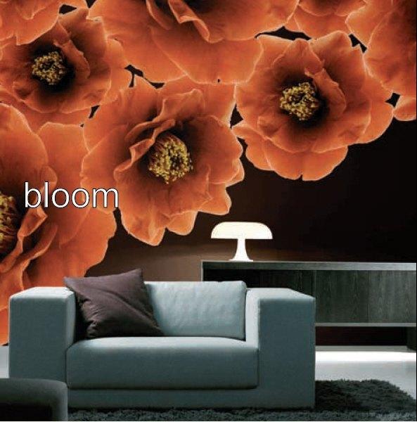 Kreative Wandgestaltung mit Motivtapete. Hier sehen Sie ein eindrucksvolles Blumenmuster.