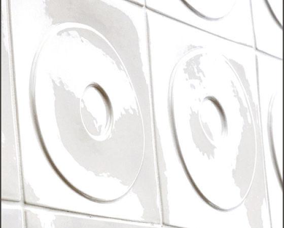 Wandgestaltung mit Fliesen aus Keramik, Modell Dots