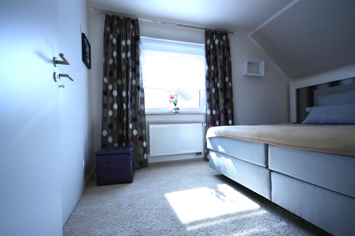 Wohnidee schlafzimmergestaltung mit ankleide raumax - Wohnzimmer dachschrage ...