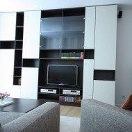 Wohnzimmergestaltung mit maßgefertigter Wohnwand