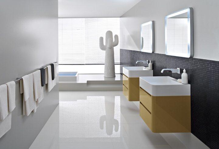 Interessantes Badmöbel als Waschbeckenunterschrank mit hochglanzpolierter Oberfläche in spannenden Farbkombinationen.