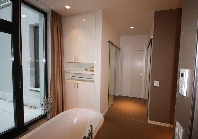 Passend zum Ankleidezimmer fertigten wie einen weiteren Schrank für das Badezimmer.