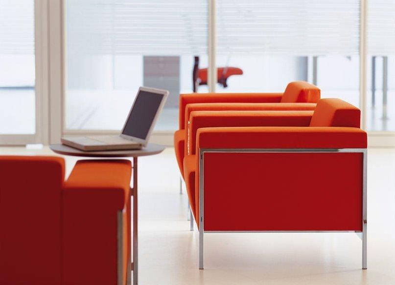 Bequeme Sofas für Gäste dürfen gern modern sein und Repräsentationszwecken dienen.