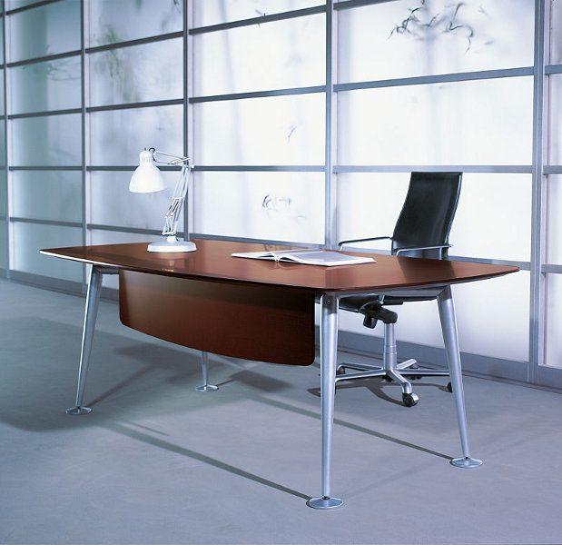 Dieser stilvolle Schreibtisch ist bestens für ein 1-Personen-Büro geeignet.