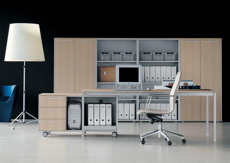Praktische Büromöbelsysteme sorgen für Ordnung und Übersichtlichkeit.