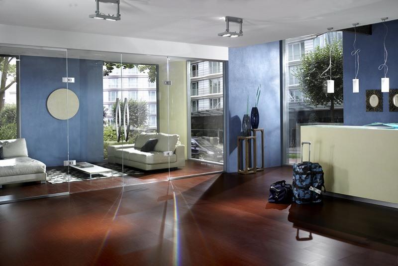 Eine zweiflüglige Glastür als eleganter Raumteiler
