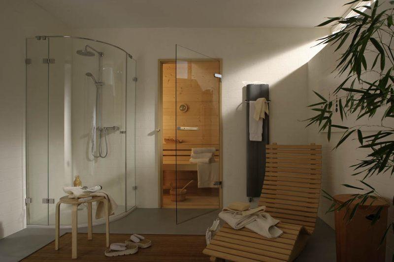 Glastür für eine Sauna mit passendem Saunabeschlag