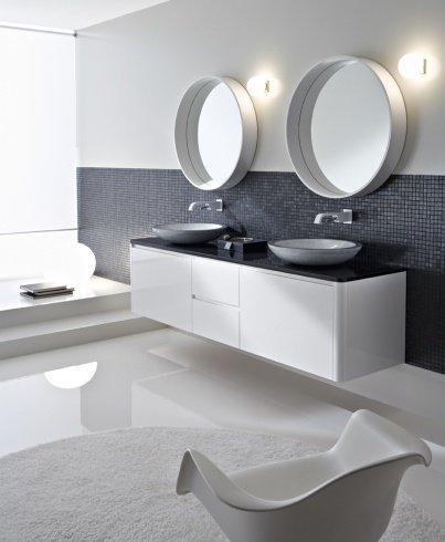 Wunderschöner Waschbeckenunterschrank für zwei Waschbecken. Der weiße Lack verleiht diesem Designbadmöbel seinen ganz besonderen Charme.