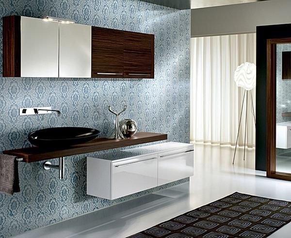 Designbadmöbel mit umwerfendem Kontrast- Edles Teakholz umwirbt reines Weiß.