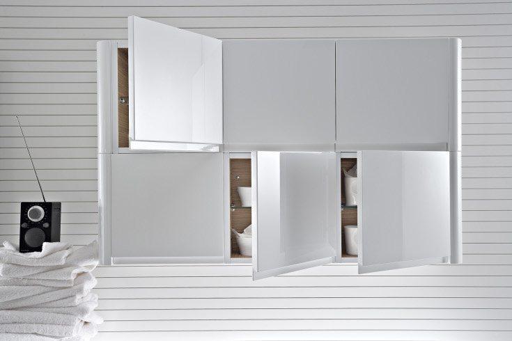 Praktisches, frei kombinierbares Designbadmöbel als Hängeschrank in edlem Weiß. Die Oberfläche ist hochglanzpoliert.