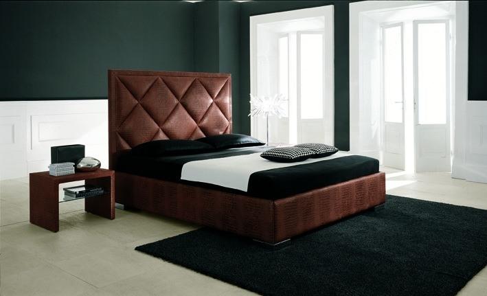 Italienische Betten – Bett und Nachttisch aus Leder