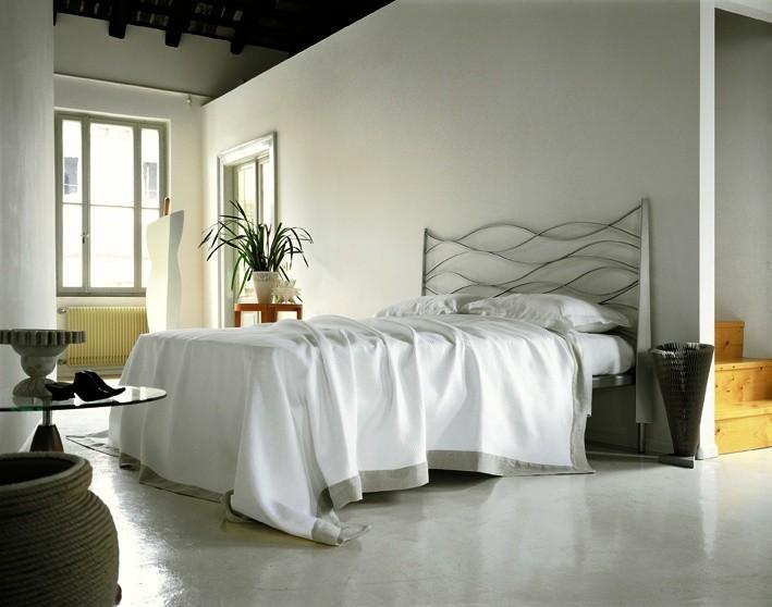 Italienische Betten – Bett mit Metallgestellt silber lackiert