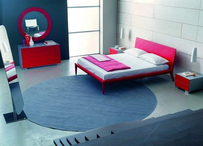 Italienische Betten – Modernes Bett mit knallrotem Kernleder