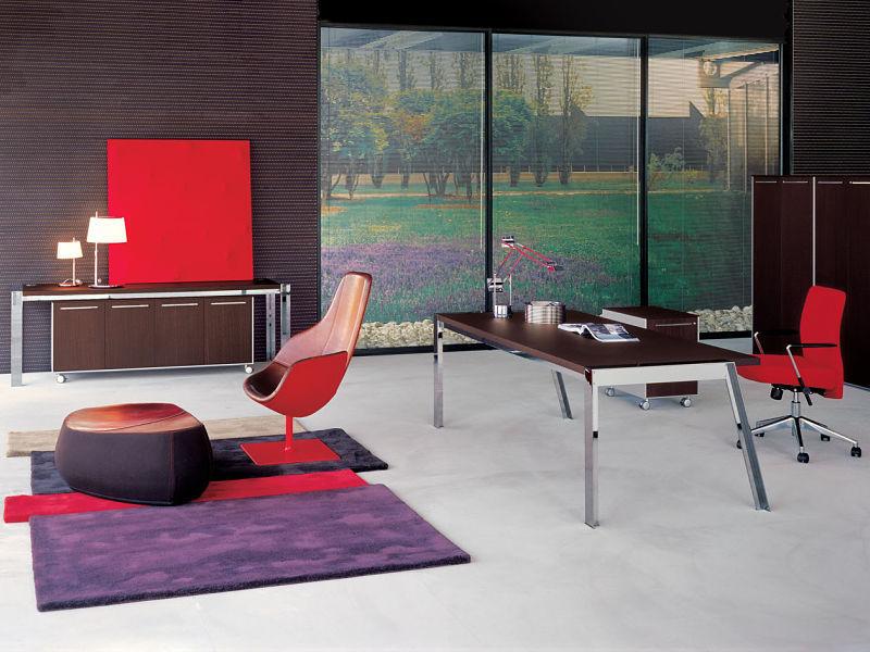 Italienische Büromöbel in einer Kombination aus Holz und Chrom. Perfekt für Ihr Home-Office.
