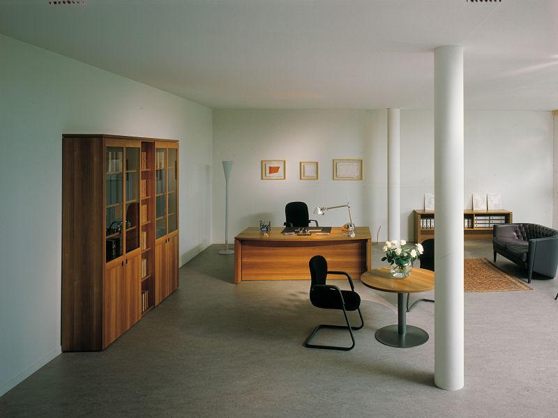 Italienische Büromöbel aus Kirschbaumholz in schlichtem edlem Design