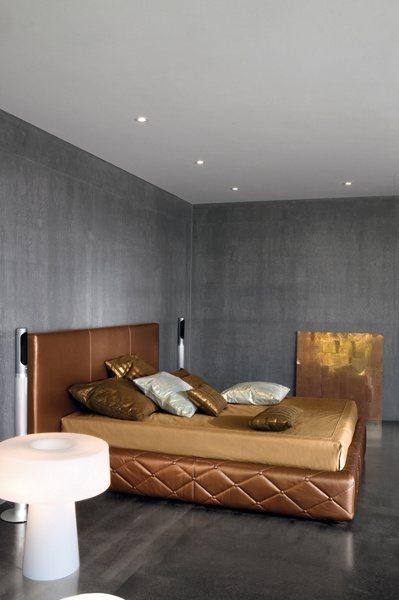 Italienische Designermöbel – Designerbett goldglänzend