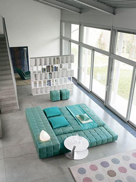 Das moderne Schlafzimmer als offener Schlafplatz mit eindrucksvollem Bett