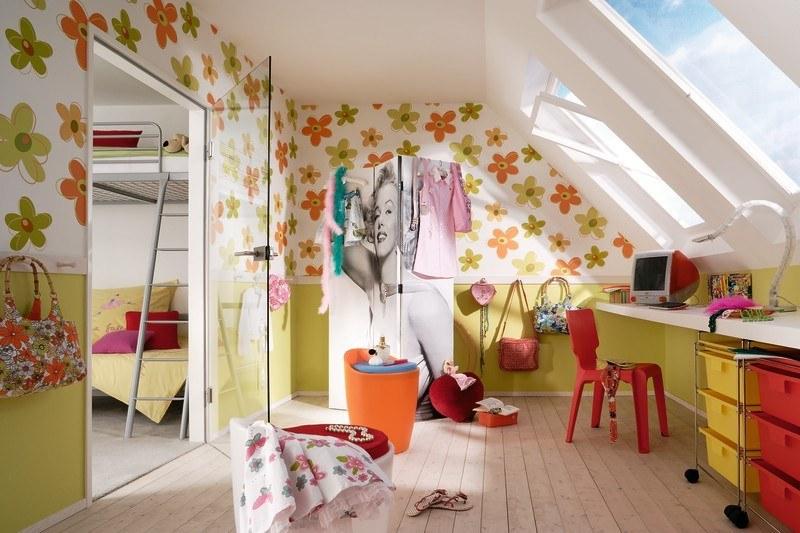 Kinderzimmergestaltung - Schickes Kinderzimmer unter der Dachschräge. Geteilt in Aufenthalts- und Schlafraum.
