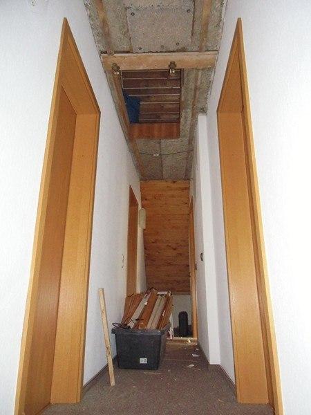 Ankleidezimmer vorher: Wir entfernten die Vertäfelung und brachten neue Dämmung an
