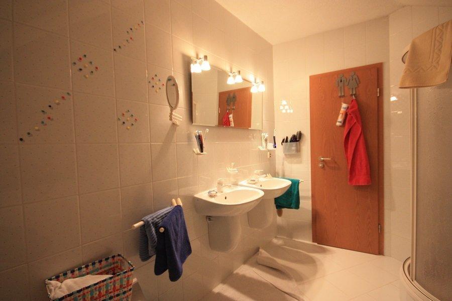 Vor der Badsanierung: Waschbecken