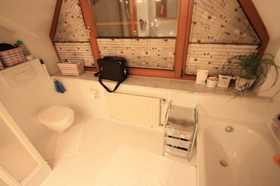 Vor der Badsanierung: Blick zum Fenster
