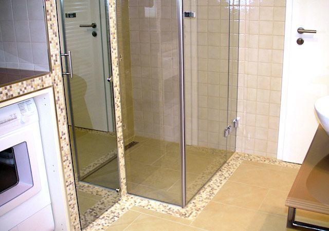 Haus einrichten - Eine schöne bodenebene Dusche aus Glas ist sehr komfortabel