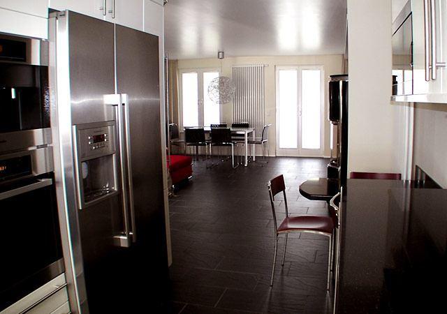 Ergebnis – Blick von der Küche in den Wohnbereich