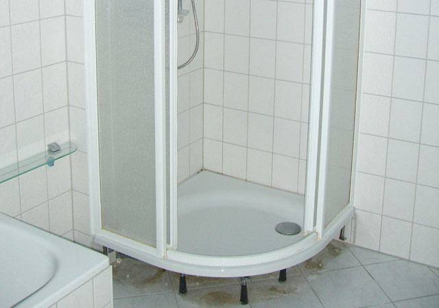 Die Dusche hat einen viel zu hohen Einstieg
