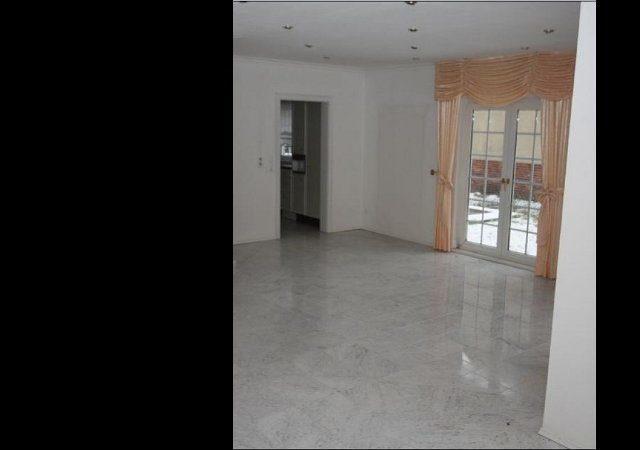 Haus renovieren -Der Fußboden sollte bleiben und wurde von uns fachgerecht einer Spezialreinigung unterzogen.