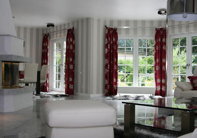 Haus renovieren - Kontrastreiche Gardinen und ein Spiel mit verschiedenen Mustern, damit erzielen wir einen spannenden Gesamteindruck.