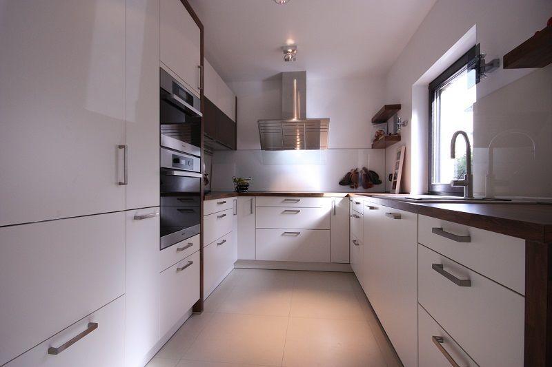 Das Endergebnis: Supermodern, mit hochwertigen Oberflächen erstrahlt die Küche in neuem Glanz.