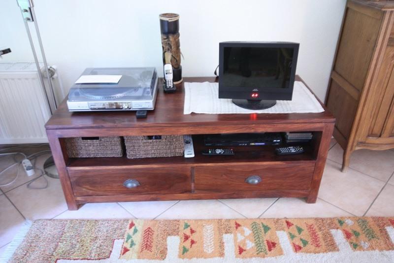 Dieser Schrank diente als TV-Möbel.
