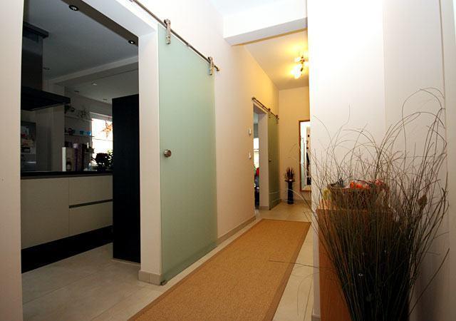 wohnzimmer einrichtung aus einer hand raumax. Black Bedroom Furniture Sets. Home Design Ideas