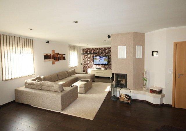 ein wohnzimmer mit kamin gestalten raumax. Black Bedroom Furniture Sets. Home Design Ideas