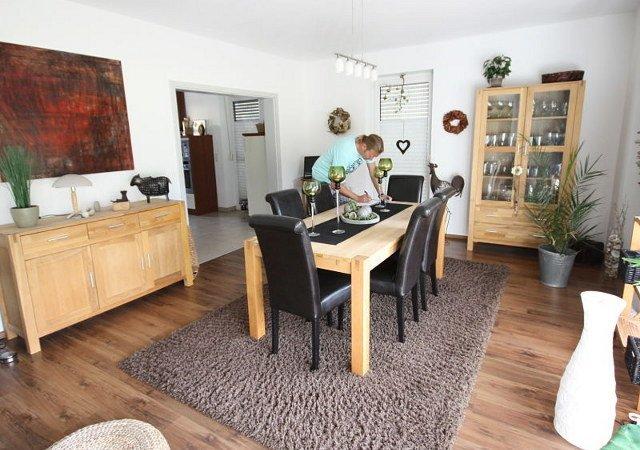 Die beim Kauf des Hauses übernommene Wohnzimmereinrichtung gefiel nicht und sollte ganzheitlich erneuert werden