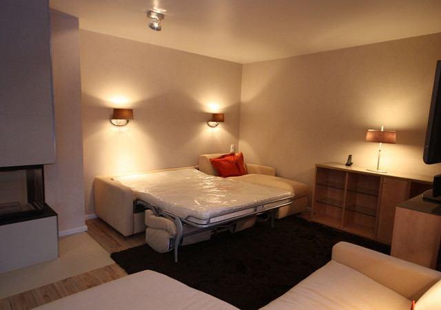 Wohnzimmereinrichtung - Ein Designsofa mit Schlaffunktion bietet Gästen besten Schlafkomfort und spart ein Gästezimmer