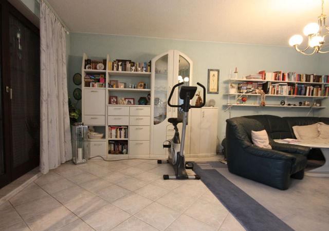 Ein Fitnessgerät im Wohnzimmer sorgt nicht für eine wohnliche Atmosphäre.